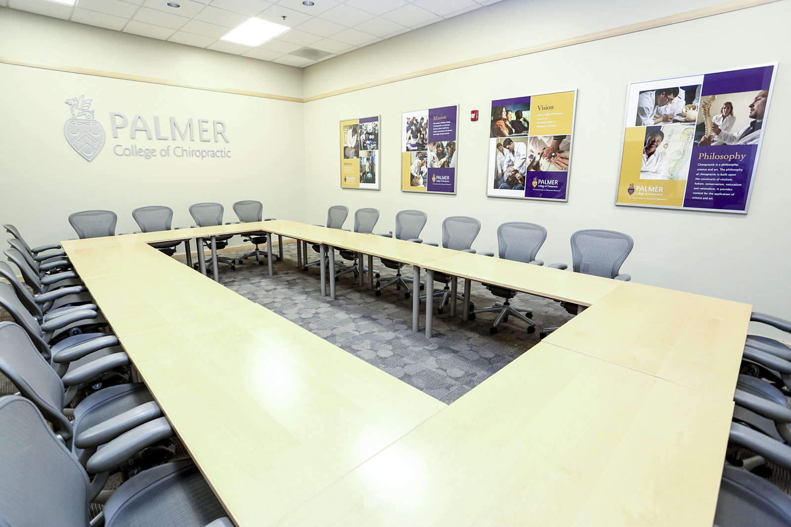 Palmer College of Chiropractic, Pigott, Herman Miller Furniture, Education, College Campus, Meeting Space, Conference Room, Aeron Chairs